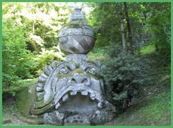 Una statua del Bosco Sacro