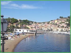 La cittadina di Porto Azzurro