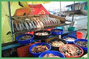 Locale mercato del pesce a Cochin