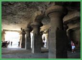 Colonne Basalitiche all'ingresso della Grotta di Elephanta