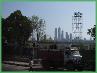 Una strada principale di Mumbay