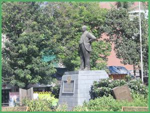 Statua curiosa a Mumbay